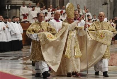 Permanent Deacons assist Holy Father